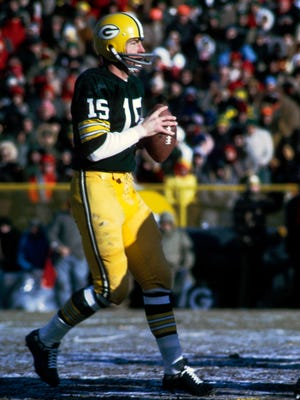 Bart Starr, shown from the 1967 Ice Bowl, led the Green Bay Packers to five NFL titles and tried to bring a NFL expansion team to Phoenix.