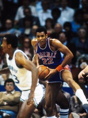 Suns forward Larry Nance (22) in action against the