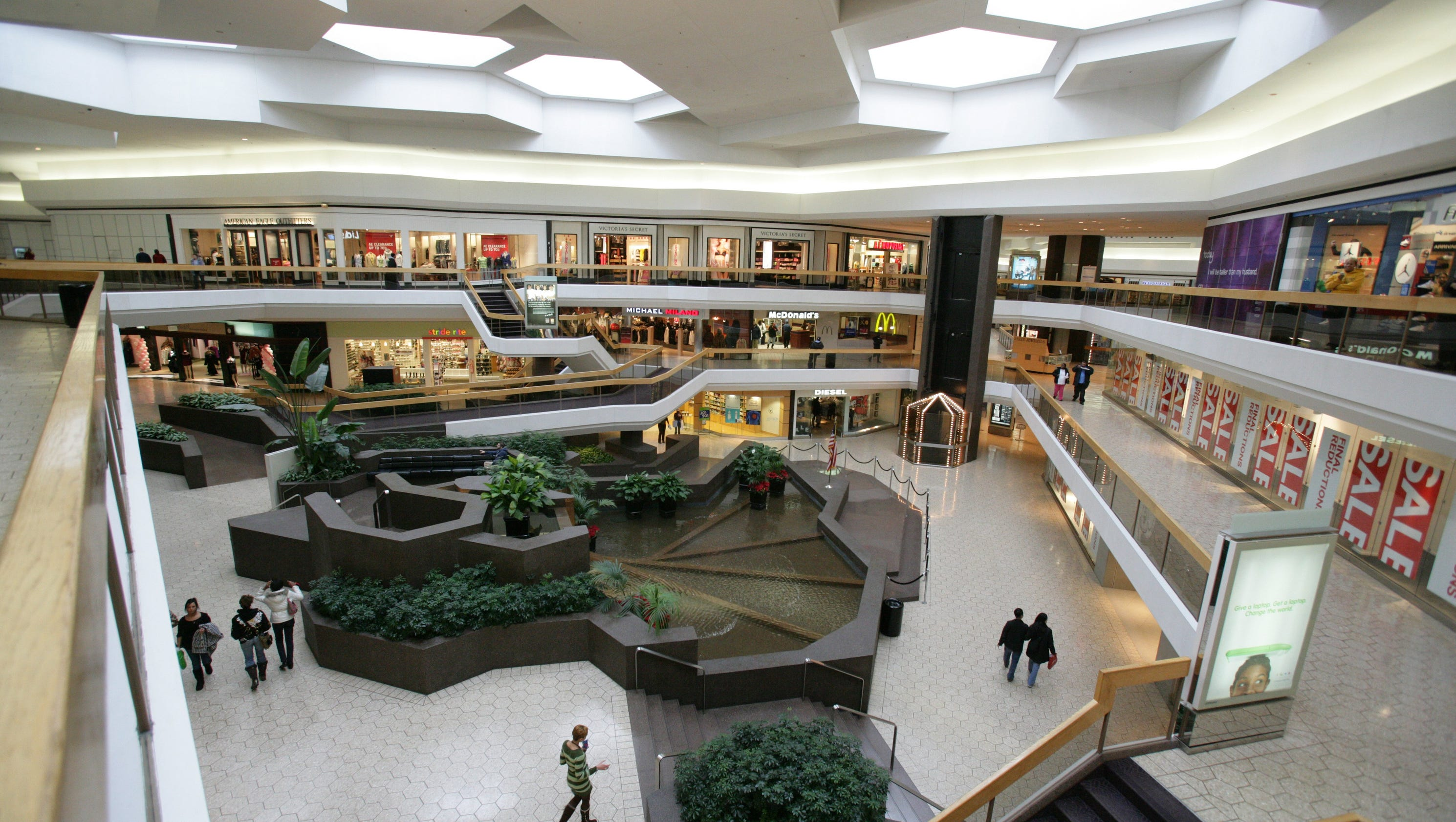 Fairlane Town Center Reopens After Shots Fired U M