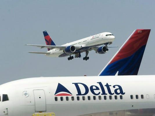 EPA FILE USA DELTA AIRLINES ATLANTA BOMB THREAT WAR ACTS OF TERROR USA GA