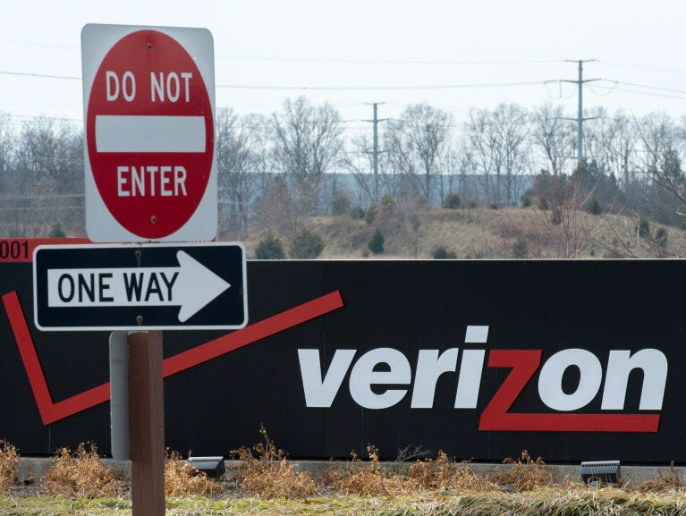 The Verizon logo is seen at the headquarters for Northern Virginia on January 2, 2015 in Ashburn, Virginia. Thousands of high-tech terminals offering free Wi-Fi and other services will soon replace New York's remaining fleet of seldom-used pay phones