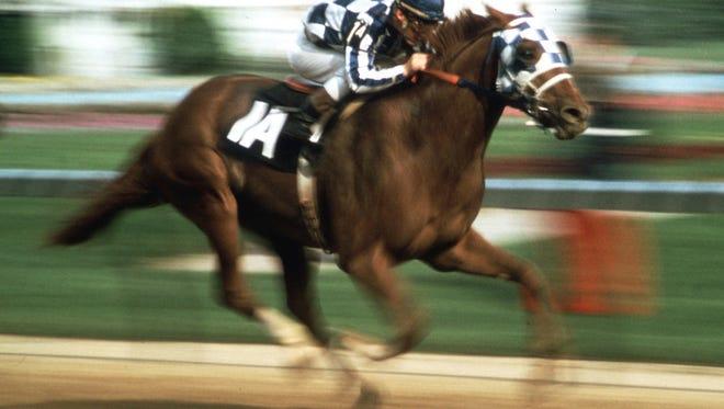 Jockey Ron Turcotte guides Secretariat toward the finish line to win the 1973 Kentucky Derby.