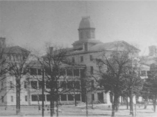The Mississippi Lunatic Asylum included a main building