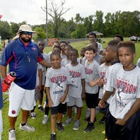 Devery Henderson to hold football camp Saturday