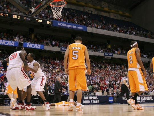 Ohio State's Greg Oden (20) and Ron Lewis (12) react at the end of an 85-84 win as Tennessee's Chris Lofton (5) and others walk off the court after their NCAA South Regional semifinal basketball game at the Alamodome in San Antonio, Thursday, March 22, 2007.  (AP Photo/Eric Gay)
