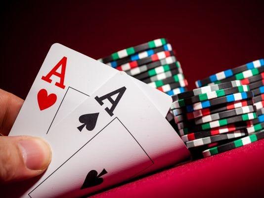 635543112616370263-CasinoChipsCards