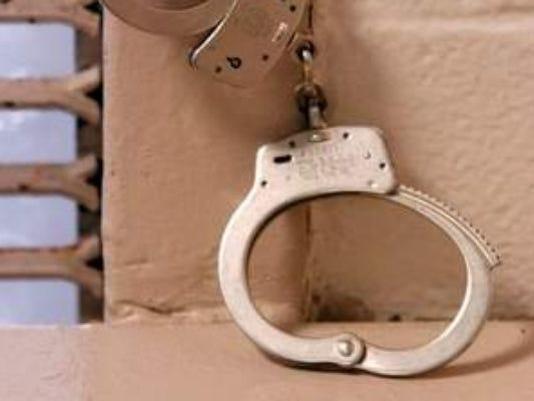 635665277183230164-handcuffs