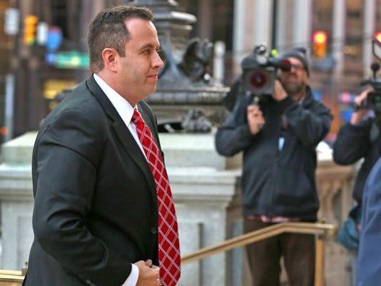 635840682767616164-Fogle-arrives-for-sentencing.JPG