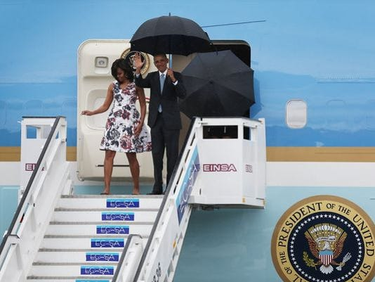 635941692599105213-Obamas-in-Cuba.JPG