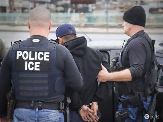 Detención de ICE.