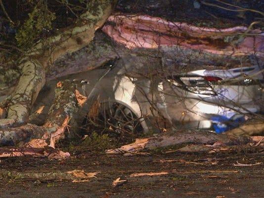 636257734627915560-tree-on-car-damage-storm-1490176905355-9011567-ver1.0.jpg