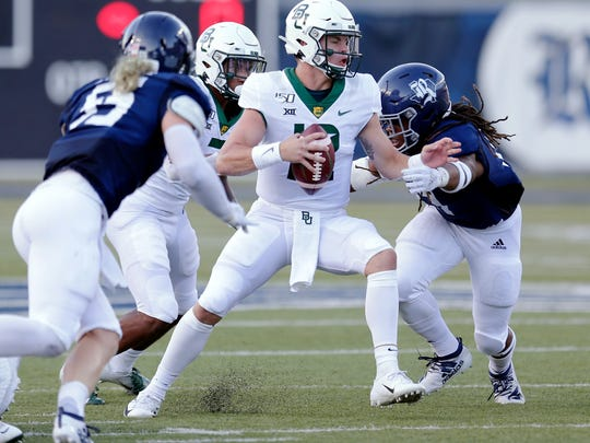 Rice linebackers Blaze Alldredge (55) and Treshawn Chamberlain, right, sack Baylor quarterback Charlie Brewer.