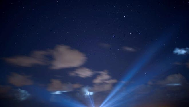 Fotografía tomada con una velocidad de obturación lenta, que muestra el cohete United Launch Alliance Atlas V con Orígenes de la NASA, (Osiris-Rex) de la NASA a bordo de la Estación de la Fuerza Aérea de Cabo Cañaveral en Florida.