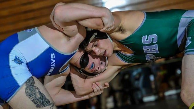 South Plainfield's Ben Lundy (right) tangles with Sayreville's Corey Knoth during their 160-pound wrestleback match for third place in the GMC Tournament at Piscataway High School on Jan. 28, 2017.