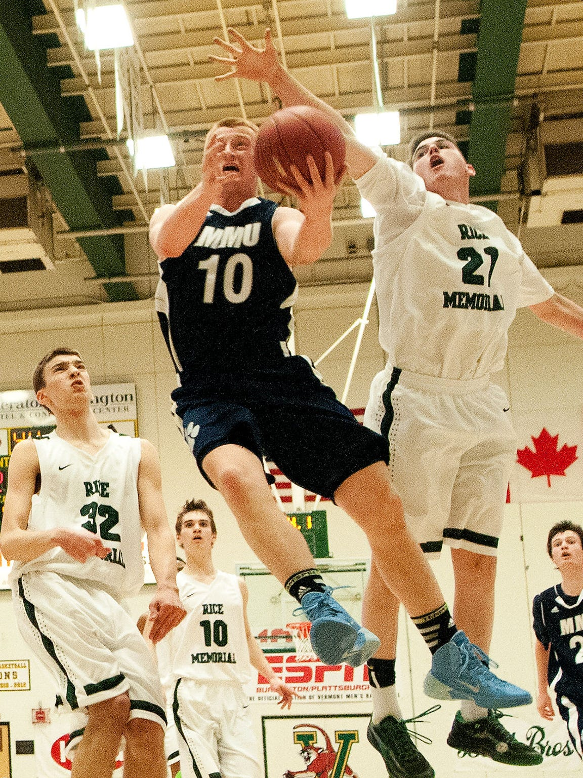 Rice's Connor Stankevich (21) tries to block a layup