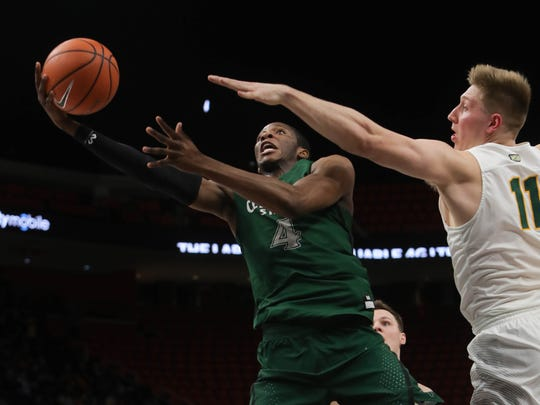 Cleveland State's Kenny Carpenter scores against Wright State's Loudon Love during the first half.