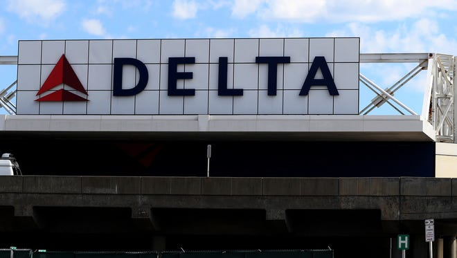 A Delta Air Lines passenger flying out of Fort Wayne International Airport says she was unfairly removed from a flight on Saturday.