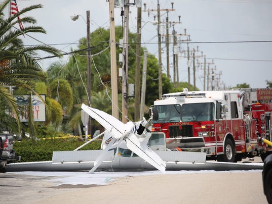 small plane crashes by downtown cape coral with one on board. Black Bedroom Furniture Sets. Home Design Ideas