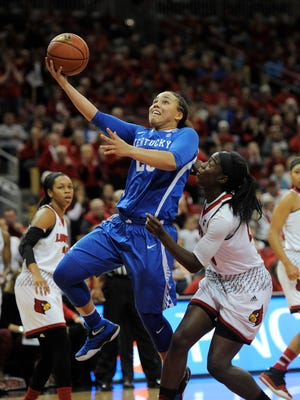 Kentucky's Makayla Epps (25) shoots against Louisville on Sunday at the KFC Yum! Center.  Dec. 4, 2016