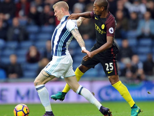 West Brom's James McClean, left, and Manchester City's Fernandinho battle for the ball during the English Premier League soccer match between West Bromwich Albion and Manchester City, at the Hawthorns in West Bromwich, England, Saturday, Oct. 29, 2016. (AP Photo/Rui Vieira)