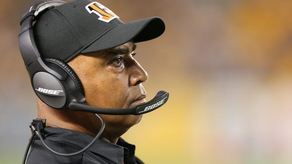 Cincinnati Bengals head coach Marvin Lewis watches the game in the fourth quarter during the Week 7 NFL game between the Cincinnati Bengals and the Pittsburgh Steelers, Sunday, Oct. 22, 2017, at Heinz Field in Pittsburgh.