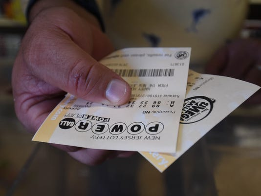 buying-lottery-tickets4