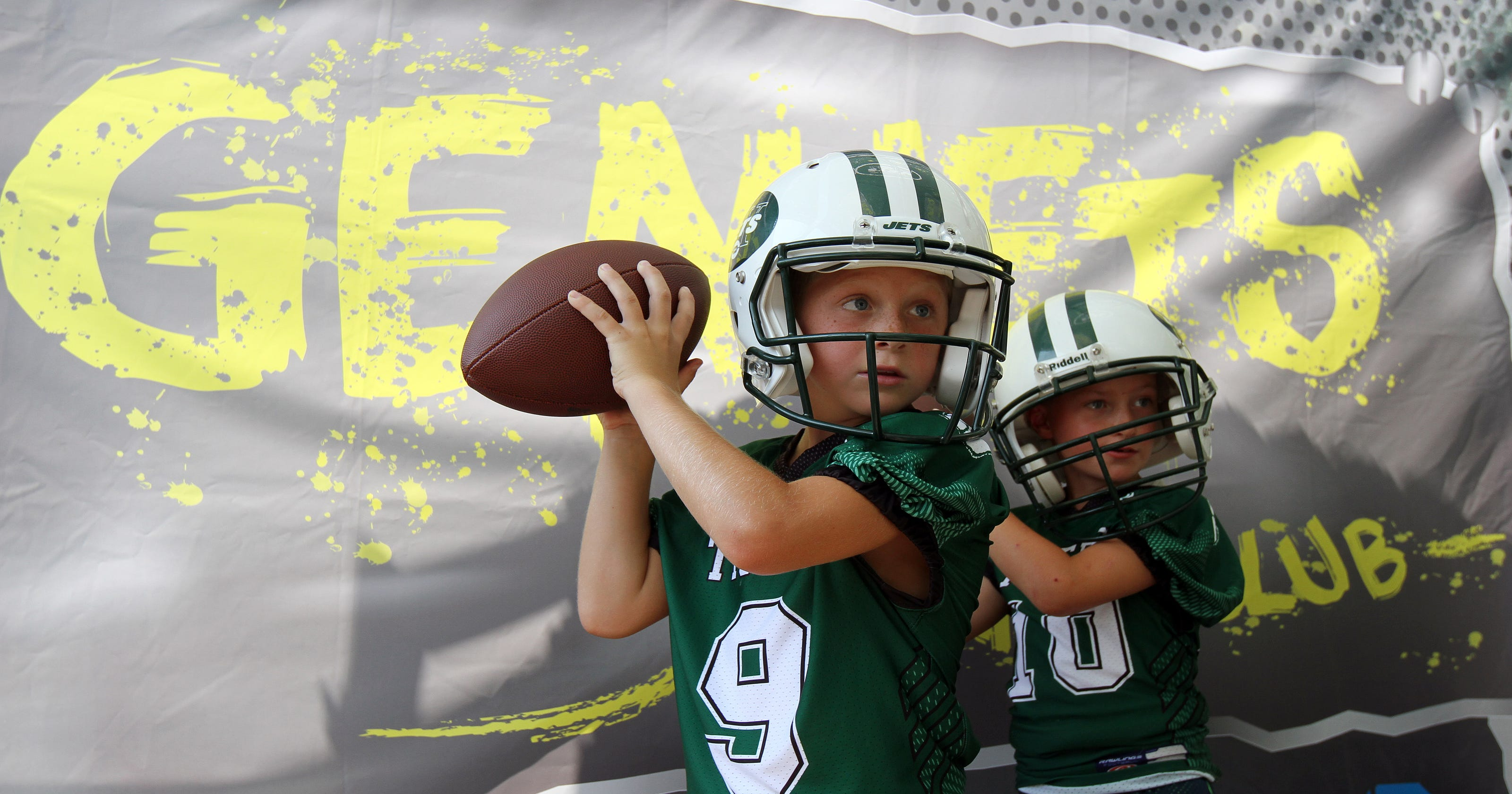 Jets open training camp to youth football players dea77b46c