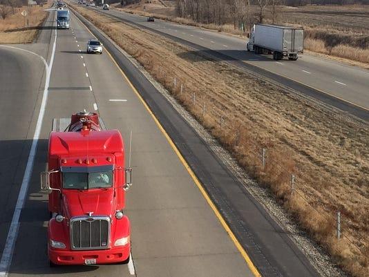 635900147103593344-Truck-on-I-80-near-Mitchellville-Iowa.jpg