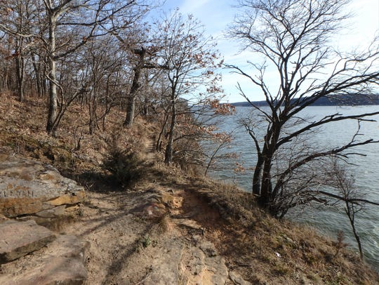 A foot path along the cliffs overlooking Lake Red Rock