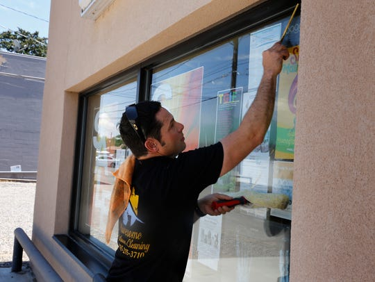 Awesome Window Cleaning LLC offers the cleaning of