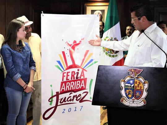 "Juárez Mayor Armando Cabada displays new logo for ""Feria Arriba Juárez 2017."""