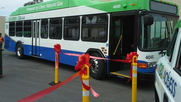 At a 2015 ribbon-cutting at Gold Coast Transit's Oxnard headquarters, one of its then-new buses, complete with new logo and paint scheme, was displayed.
