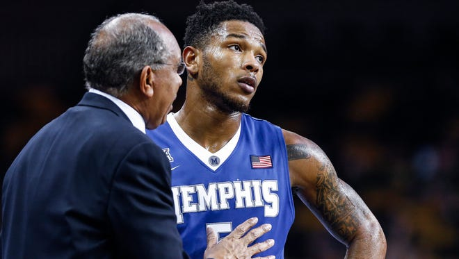 Dejected University of Memphis guard Markel Crawford (right) chats with head coach Tubby Smith during the final minutes of a 72-57 loss to University of Central Florida in Orlando, Florida.