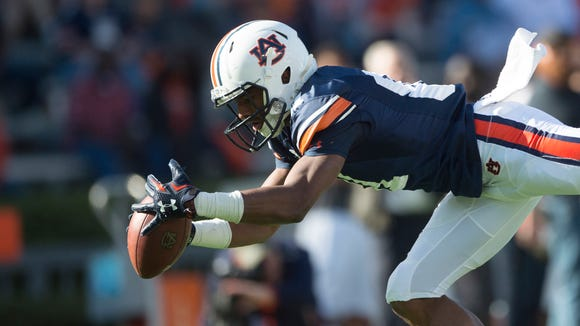Auburn wide receiver Darius Slayton (81) drops a pass