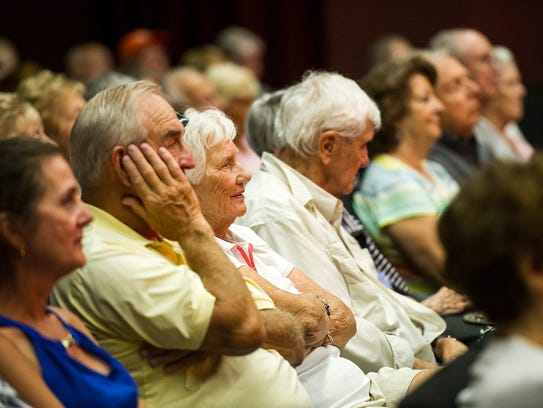 Attendees  watch The Naples Jazzmasters perform Dixieland