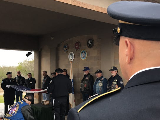 Veterans honor two of their own who died with no family