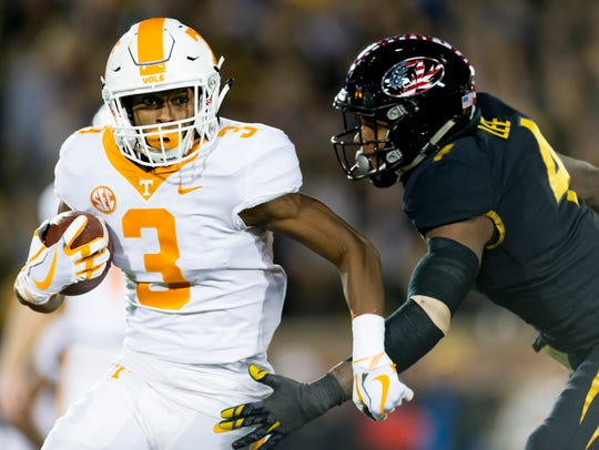 Tennessee running back Ty Chandler (3) runs the ball