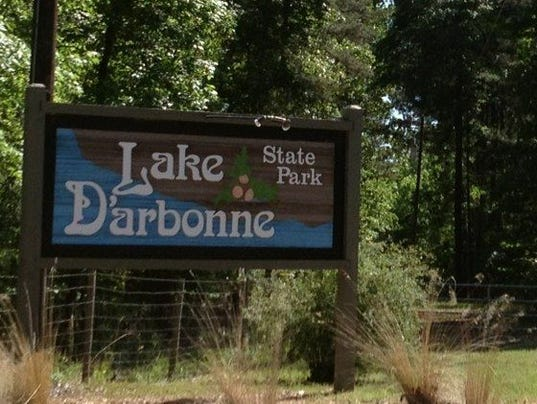 Lake D'arbonne sign for hayride .jpg