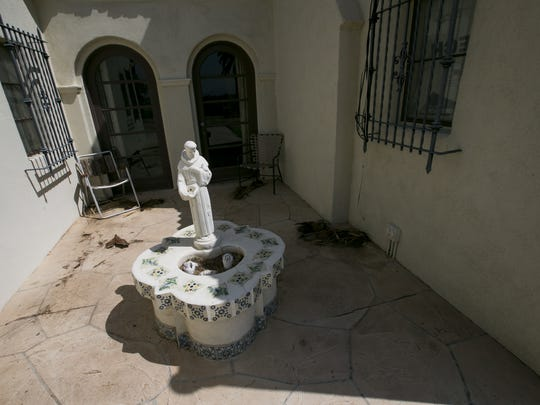 The Litchfield Park Historical Society gives a tour