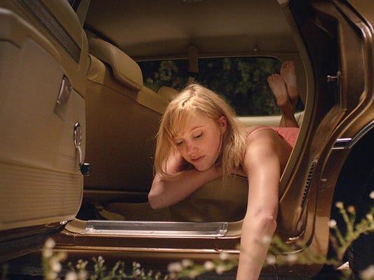 IMG_Film_Review_It_Follo_2_1_71A62LHF.jpg_20150312.jpg