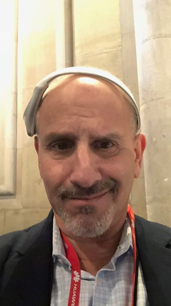Ed Baig wears Modius weight loss headset during Mobile