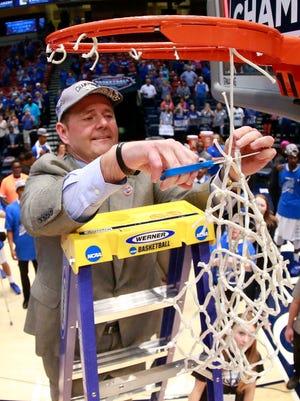 MTSU coach Kermit Davis cuts the net after his team won the Conference USA tournament last season.