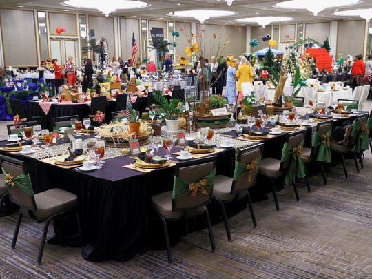 """""""Go Wild at the Living Desert"""" decorated table display"""