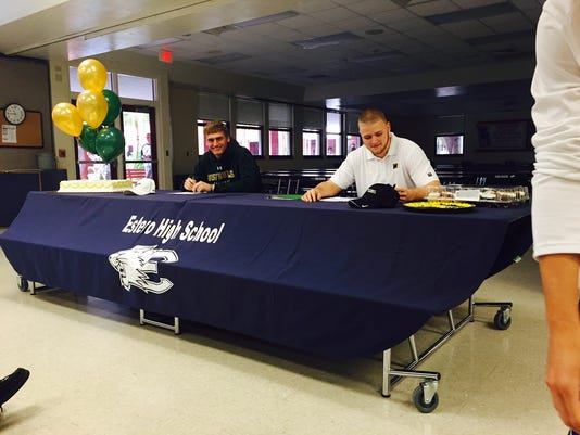 635586407456249791-signing-day