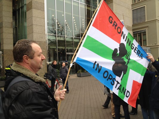 635594377446629786-Protest-the-Hague-002