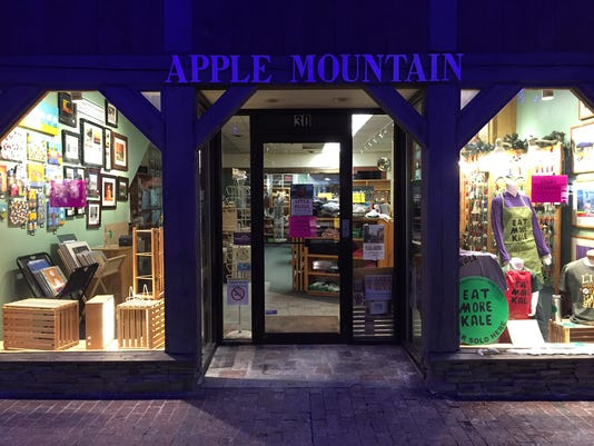 635598851905858911-applemountainclosing2