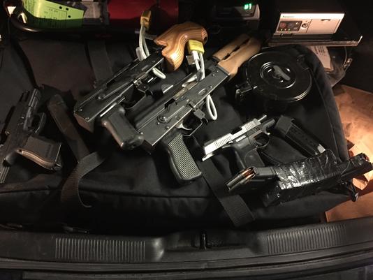 636014960447812092-guns.png