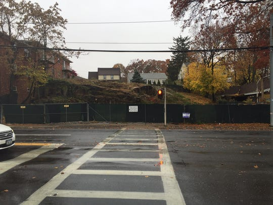 A six-unit townhouse development is being proposed at this vacant lot at 620 W. Boston Post Road in Mamaroneck.