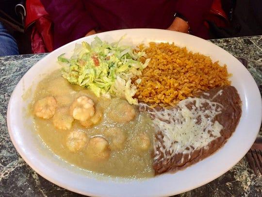 The Camarones al Mojo de Ajo (shrimp with garlic sauce).