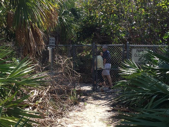 Walkers from Pebble Beach Villas head to Indian River